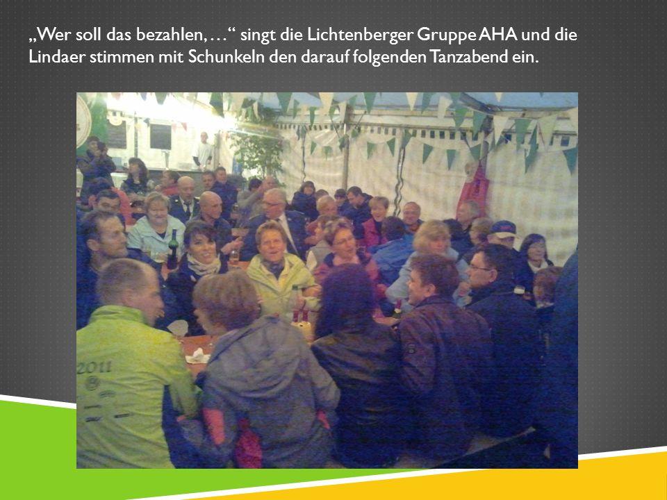 Wer soll das bezahlen, … singt die Lichtenberger Gruppe AHA und die Lindaer stimmen mit Schunkeln den darauf folgenden Tanzabend ein.