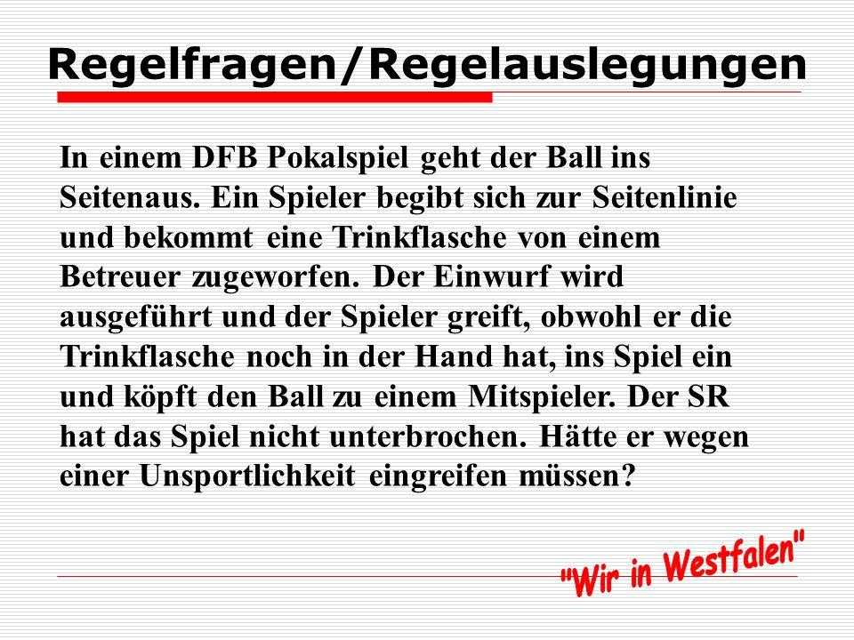 Regelfragen/Regelauslegungen In einem DFB Pokalspiel geht der Ball ins Seitenaus.