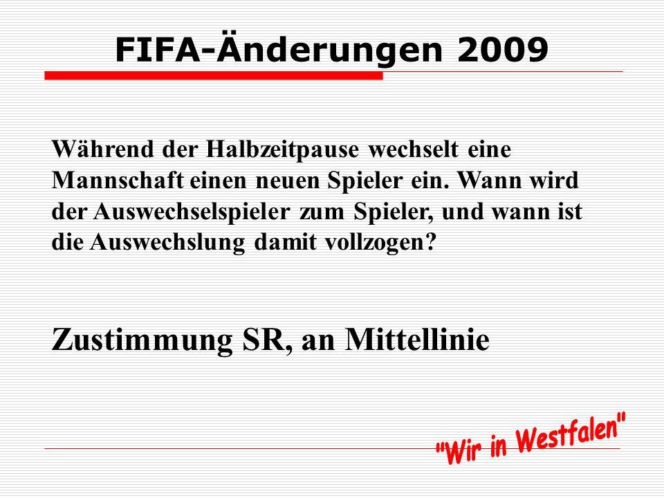 FIFA-Änderungen 2009 Während der Halbzeitpause wechselt eine Mannschaft einen neuen Spieler ein.