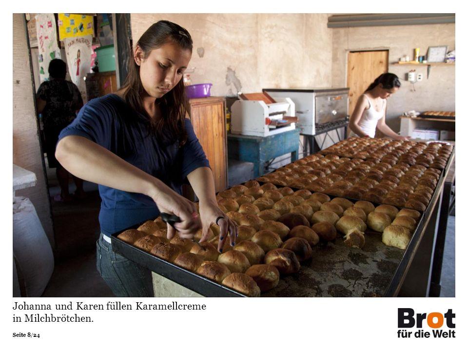 Seite 8/24 Johanna und Karen füllen Karamellcreme in Milchbrötchen.