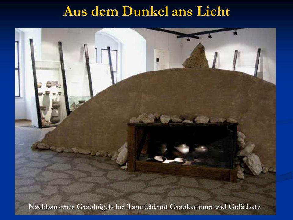 Aus dem Dunkel ans Licht Nachbau eines Grabhügels bei Tannfeld mit Grabkammer und Gefäßsatz