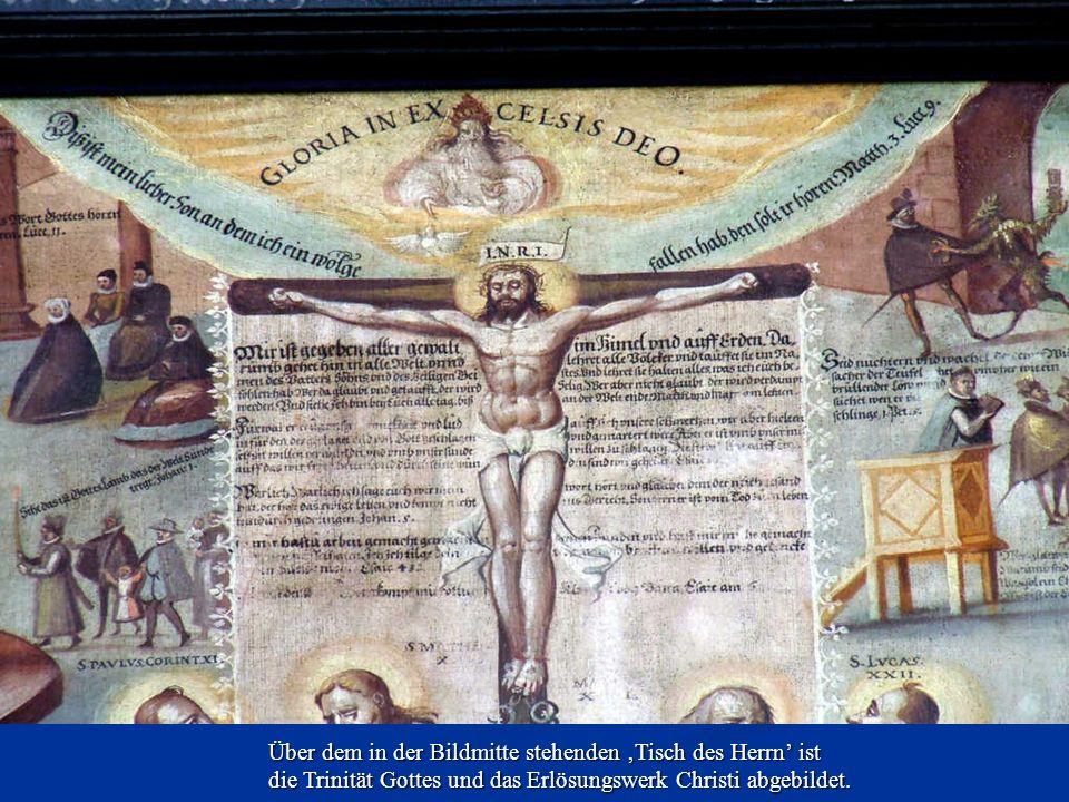 Über dem in der Bildmitte stehenden Tisch des Herrn ist die Trinität Gottes und das Erlösungswerk Christi abgebildet.