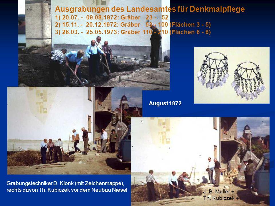 Ausgrabungen des Landesamtes für Denkmalpflege 1) 20.07. - 09.08.1972: Gräber 23 - 52 2) 15.11. - 20.12.1972: Gräber 53 - 109 (Flächen 3 - 5) 3) 26.03