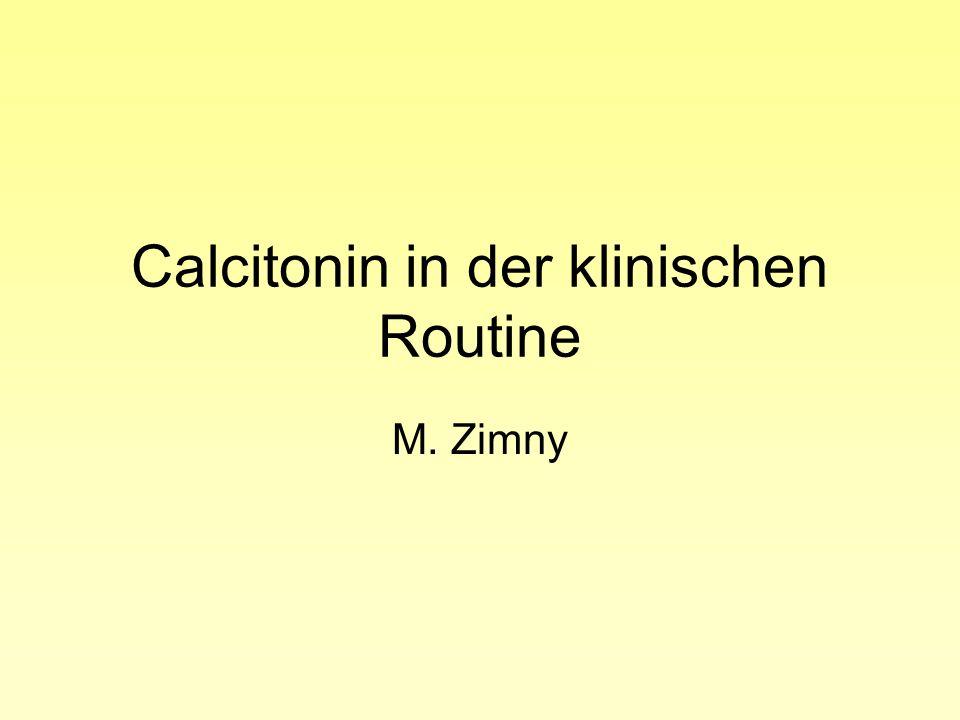 Calcitonin (Polypeptid mit 32 Aminosäuren) ânachweisbar bei Wirbeltieren âbei Säugetieren Produktion in den C-Zellen der Schilddrüse âentdeckt 1962 von Copp als hormone in search of a function âhemmt Osteoklasten, fördert die Einlagerung von Calciumphosphat in das Osteoid, Anstieg im Serum nach Calcium-load âphysiologische Bedeutung beim Menschen und Säugetieren unklar (normale Ca++-Konzentration ohne messbare Calcitoninspiegel, kann erhöhte Ca++-werte bei HPT nicht verhindern)