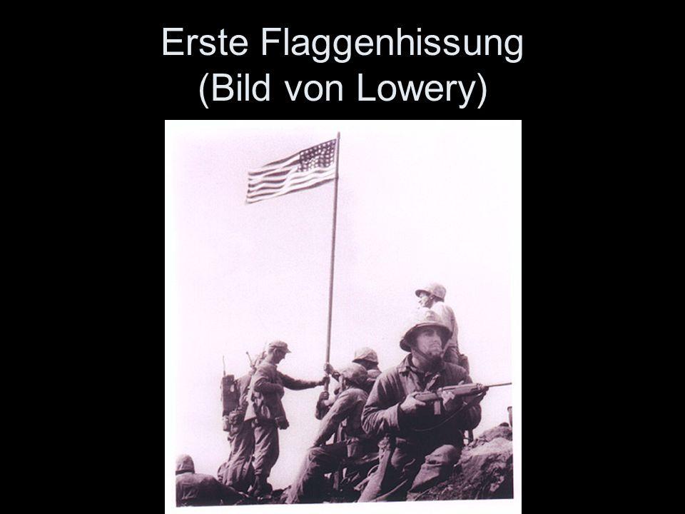 Erste Flaggenhissung (Bild von Lowery)