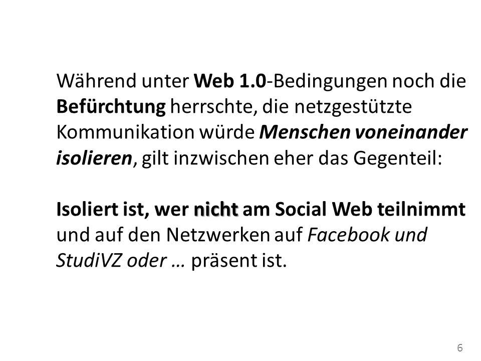 7 Web 1.0: Inhalte sind mit Inhalten verknüpft Aktionsmöglichkeit: herunterladen Web 2.0: Social Software verknüpft Inhalte und Personen mit gleichen Inhaltsinteressen Aktionsmöglichkeit: hochladen, sich öffentlich zu anderen und zu Inhalten in Beziehung setzen
