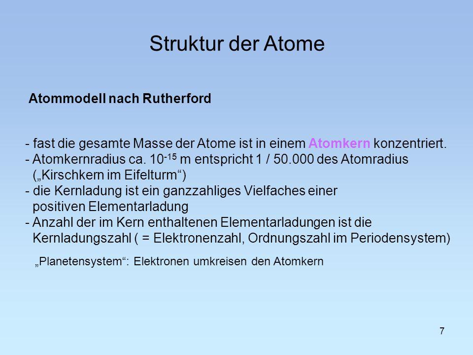- fast die gesamte Masse der Atome ist in einem Atomkern konzentriert. - Atomkernradius ca. 10 -15 m entspricht 1 / 50.000 des Atomradius (Kirschkern