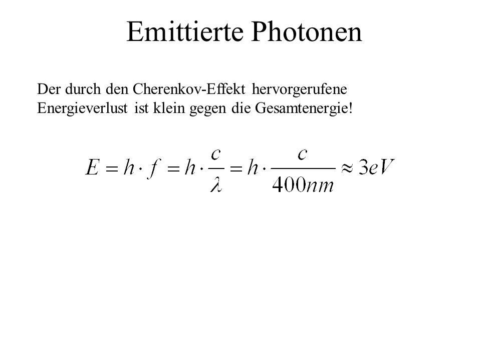 Emittierte Photonen Der durch den Cherenkov-Effekt hervorgerufene Energieverlust ist klein gegen die Gesamtenergie!