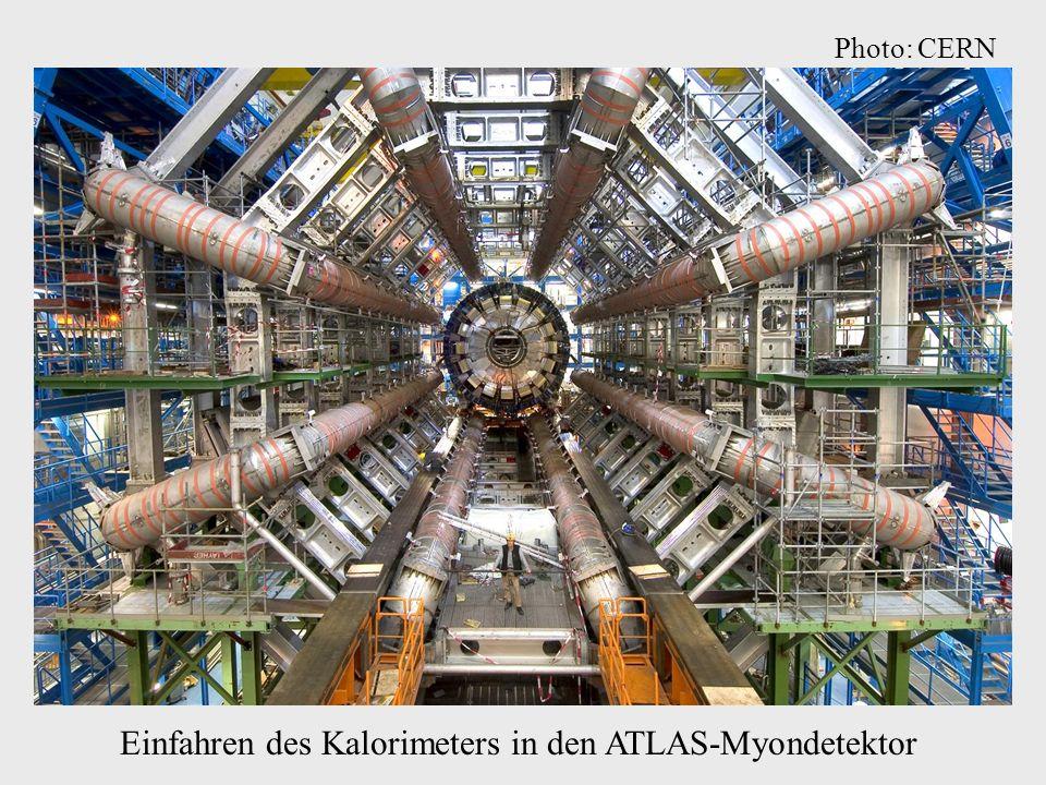 Einfahren des Kalorimeters in den ATLAS-Myondetektor Photo: CERN