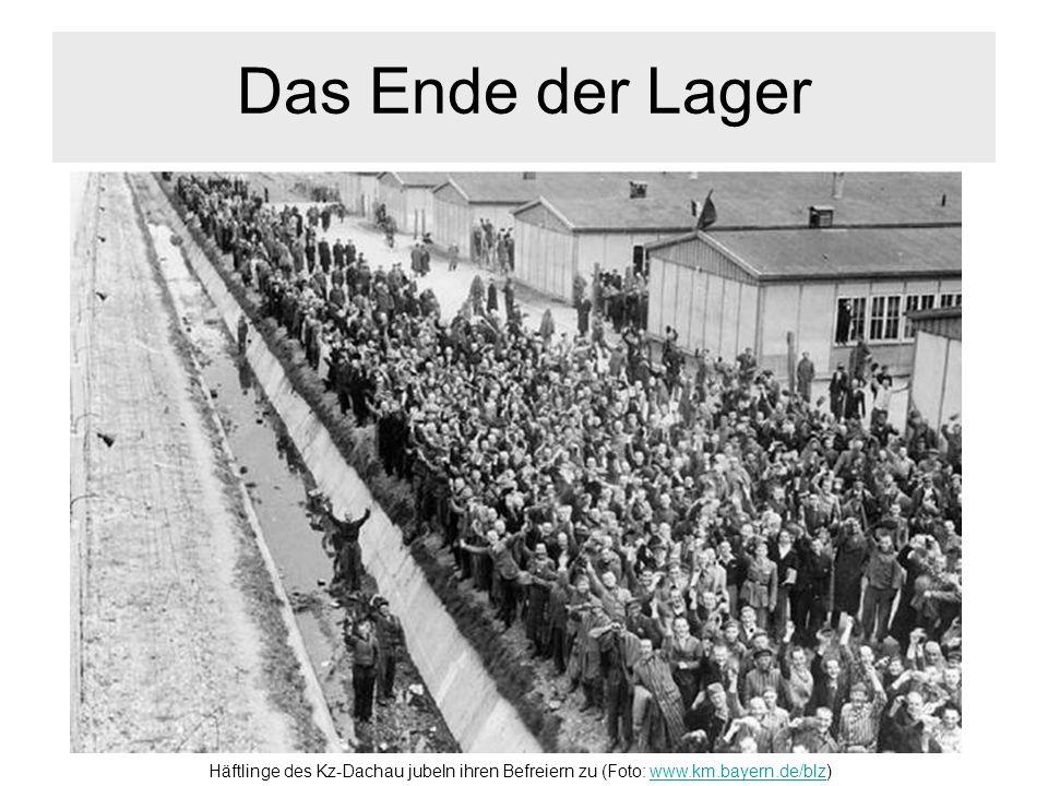 Das Ende der Lager Häftlinge des Kz-Dachau jubeln ihren Befreiern zu (Foto: www.km.bayern.de/blz)www.km.bayern.de/blz