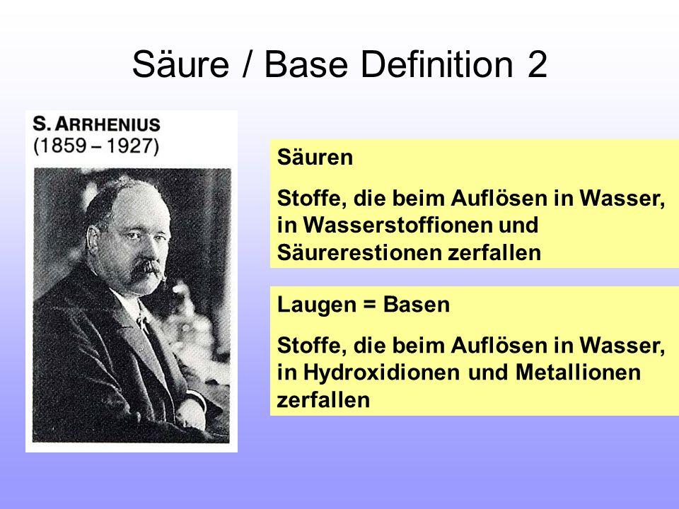 Säure / Base Definition 2 Säuren Stoffe, die beim Auflösen in Wasser, in Wasserstoffionen und Säurerestionen zerfallen Laugen = Basen Stoffe, die beim