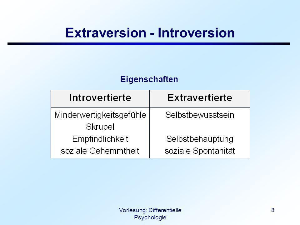 Vorlesung: Differentielle Psychologie 9 Extraversion - Introversion Verhaltenstendenzen Empfindlichkeit größer für...