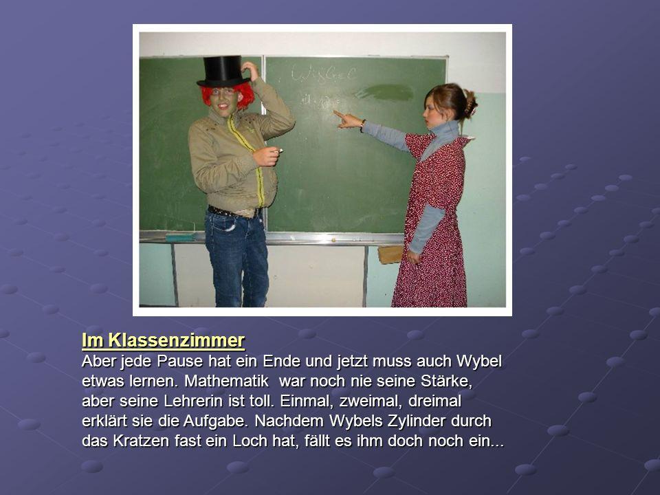 Im Klassenzimmer Aber jede Pause hat ein Ende und jetzt muss auch Wybel etwas lernen. Mathematik war noch nie seine Stärke, aber seine Lehrerin ist to