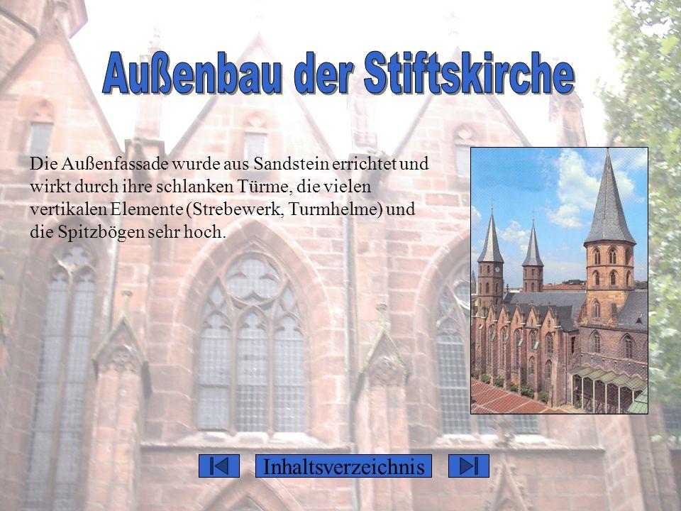 Inhaltsverzeichnis Die Außenfassade wurde aus Sandstein errichtet und wirkt durch ihre schlanken Türme, die vielen vertikalen Elemente (Strebewerk, Tu