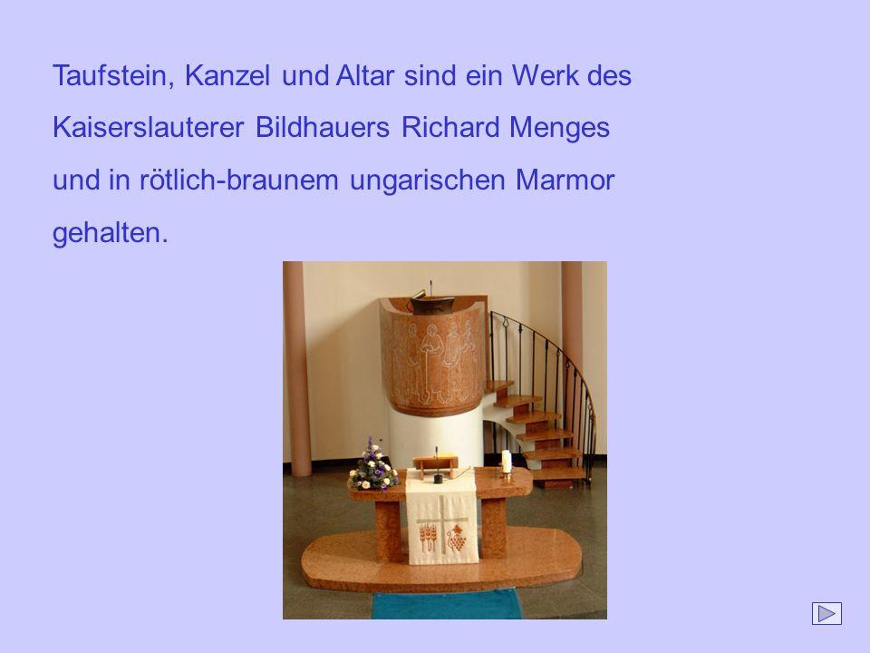 Taufstein, Kanzel und Altar sind ein Werk des Kaiserslauterer Bildhauers Richard Menges und in rötlich-braunem ungarischen Marmor gehalten.