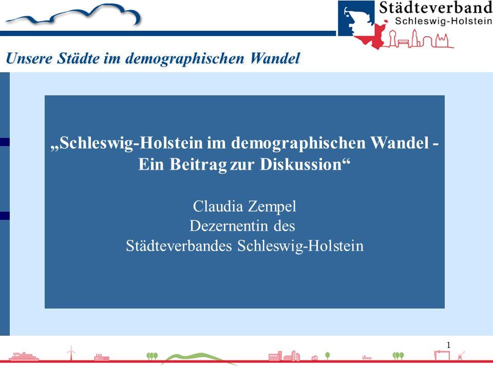2 Nach Berechnungen des Statistischen Bundesamtes......wird die Geburtenhäufigkeit in Deutschland bis 2050 konstant bei 1,4 Kindern pro Frau liegen,...wird die Lebenserwartung bis zum Jahr 2050 weiter ansteigen, bei Mädchen auf 86 (heute 81) Jahre, bei Jungen auf 79 (heute 75) Jahre,...werden 2050 in Deutschland noch 75 Millionen Menschen leben, rund sieben Millionen weniger als heute,...werden 2050 noch 2,44 Millionen Menschen in Schleswig-Holstein leben, fast 400.000 weniger als heute,...wird die Bevölkerung Schleswig-Holsteins bis zum Jahr 2030 weiter altern,...werden im Jahr 2050 gut 20 Prozent weniger junge Menschen (3 bis 26 Jahre) als heute in Schleswig-Holstein leben,...werden 2050 in Schleswig-Holstein noch 1,3 Millionen Menschen im Erwerbsalter leben, rund 400.000 weniger als heute,...wird die Zahl der Seniorinnen und Senioren im Jahr 2030 ihr Maximum erreicht haben und danach wieder leicht abnehmen.