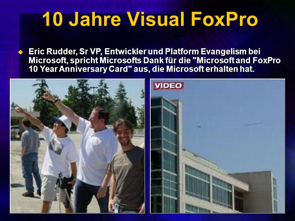 10 Jahre Visual FoxPro Eric Rudder, Sr VP, Entwickler und Platform Evangelism bei Microsoft, spricht Microsofts Dank für die Microsoft and FoxPro 10 Year Anniversary Card aus, die Microsoft erhalten hat.