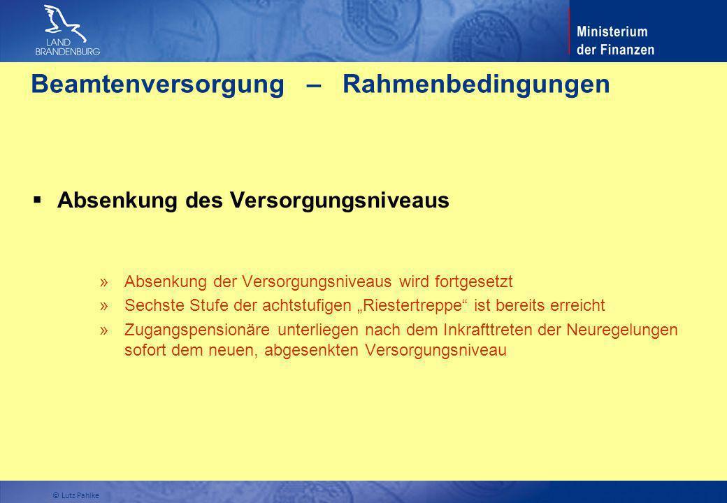 Beamtenversorgung – Rahmenbedingungen Absenkung des Versorgungsniveaus » Absenkung der Versorgungsniveaus wird fortgesetzt » Sechste Stufe der achtstu