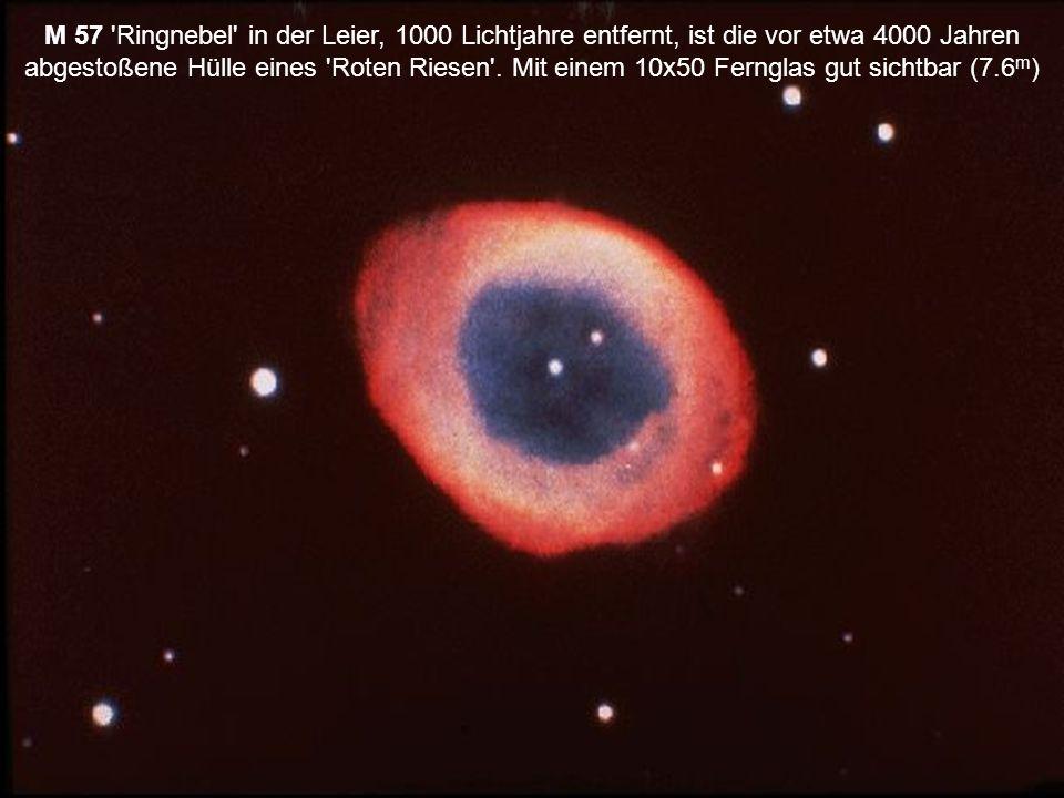 M 57 'Ringnebel' in der Leier, 1000 Lichtjahre entfernt, ist die vor etwa 4000 Jahren abgestoßene Hülle eines 'Roten Riesen'. Mit einem 10x50 Fernglas