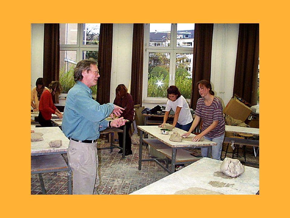 Ein weiterer Aspekt professioneller sozialpädagogischer Arbeit ist die Darstellung pädagogischer Inhalte, Situationen und Sachverhalte aus den pädagog