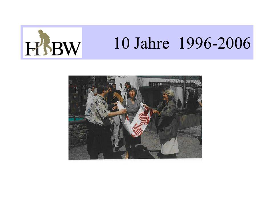 Fazit: Die Verein im HBW - haben sich ordentlich entwickelt Der Verband HBW kann melden - die sportlichen Erfolge sind gestiegen - die Mitgliederzahlen sind gewachsen aber - die Kriterien für eine bessere Förderung wurden nicht erreicht - ein flächendeckender Spielbetrieb ist noch zu realisieren - keine ausgereiften Konzepte auf Bundesebene nach dem Gewinn der Goldmedaille der Frauen 2004; zögerliche Umsetzung des Wolfschen Konzeptes für die Zeit nach der Weltmeisterschaft der Herren 2006 sowie der Champions-Trophy der Damen 2006 -V-Vereine sind auf sich angewiesen, müssen selber aktiv werden