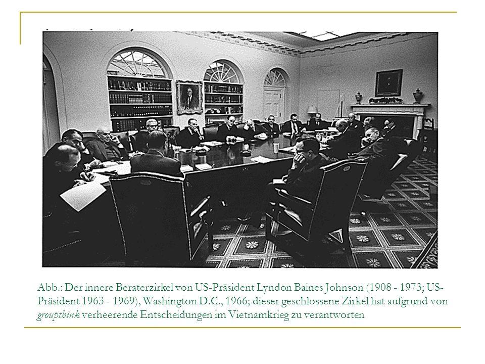 Abb.: Der innere Beraterzirkel von US-Präsident Lyndon Baines Johnson (1908 - 1973; US- Präsident 1963 - 1969), Washington D.C., 1966; dieser geschlos