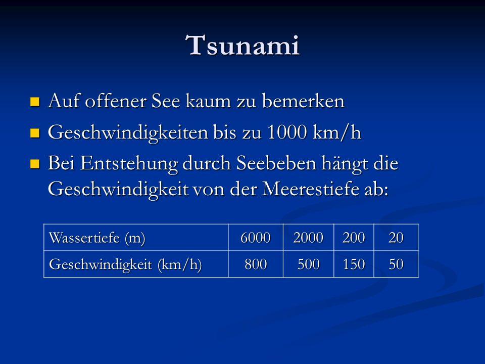 Tsunami Auf offener See kaum zu bemerken Auf offener See kaum zu bemerken Geschwindigkeiten bis zu 1000 km/h Geschwindigkeiten bis zu 1000 km/h Bei En