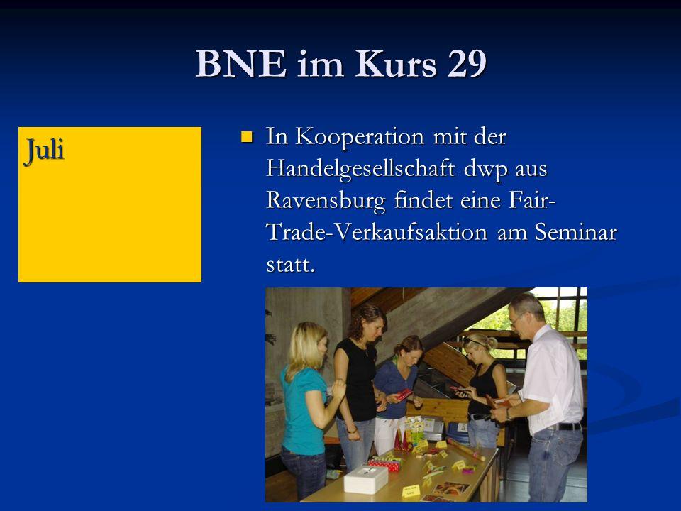BNE im Kurs 29 In Kooperation mit der Handelgesellschaft dwp aus Ravensburg findet eine Fair- Trade-Verkaufsaktion am Seminar statt.