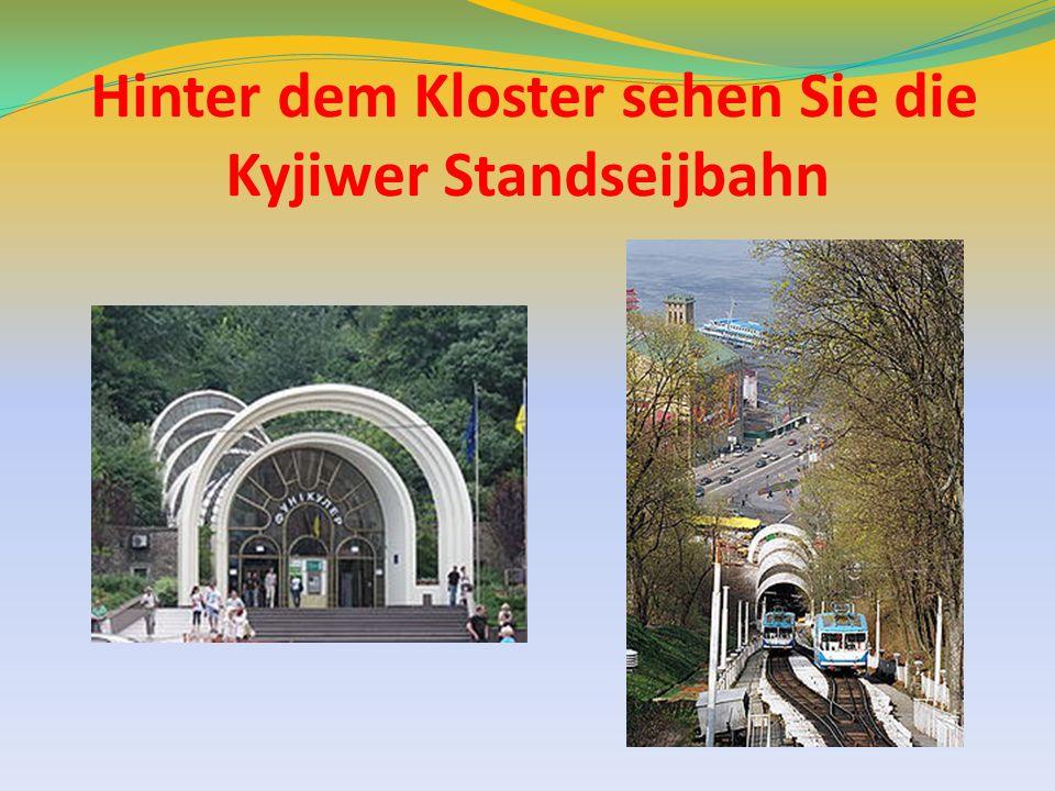 Hinter dem Kloster sehen Sie die Kyjiwer Standseijbahn