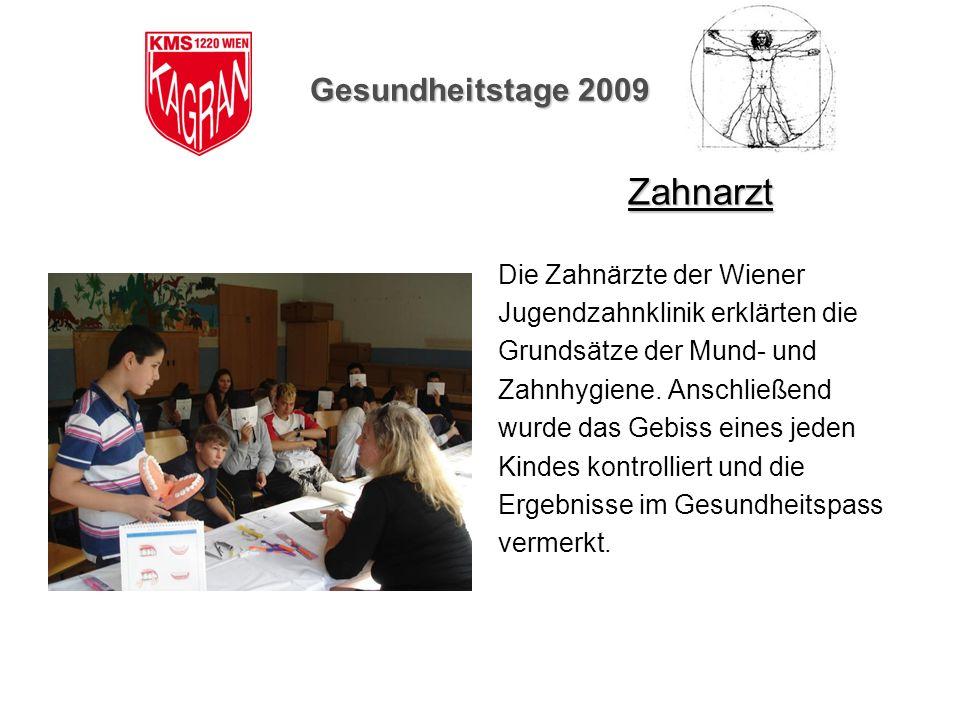 Gesundheitstage 2009 Zahnarzt Die Zahnärzte der Wiener Jugendzahnklinik erklärten die Grundsätze der Mund- und Zahnhygiene. Anschließend wurde das Geb