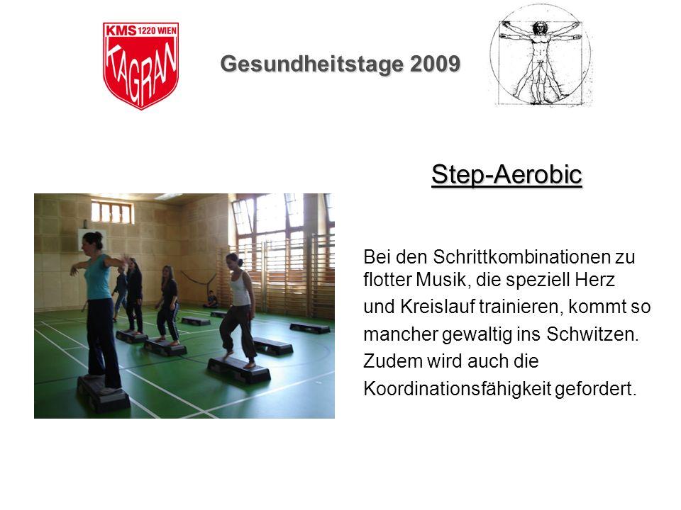Gesundheitstage 2009 Step-Aerobic Bei den Schrittkombinationen zu flotter Musik, die speziell Herz und Kreislauf trainieren, kommt so mancher gewaltig