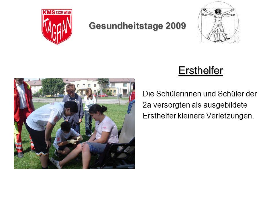 Gesundheitstage 2009 Ersthelfer Die Schülerinnen und Schüler der 2a versorgten als ausgebildete Ersthelfer kleinere Verletzungen.