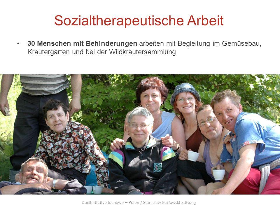 Sozialtherapeutische Arbeit 30 Menschen mit Behinderungen arbeiten mit Begleitung im Gemüsebau, Kräutergarten und bei der Wildkräutersammlung. Dorfini