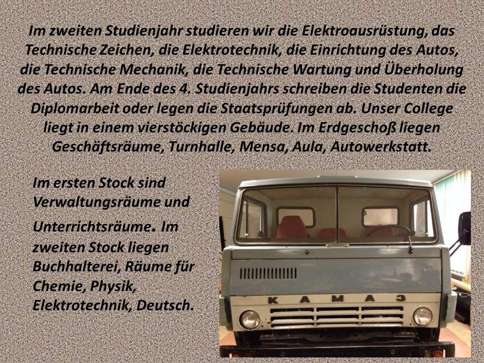 Im zweiten Studienjahr studieren wir die Elektroausrüstung, das Technische Zeichen, die Elektrotechnik, die Einrichtung des Autos, die Technische Mech