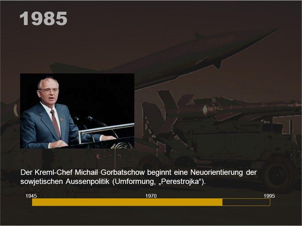"""1985 Der Kreml-Chef Michail Gorbatschow beginnt eine Neuorientierung der sowjetischen Aussenpolitik (Umformung, """"Perestrojka""""). 194519951970"""