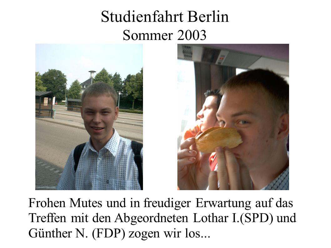 Studienfahrt Berlin Sommer 2003 Frohen Mutes und in freudiger Erwartung auf das Treffen mit den Abgeordneten Lothar I.(SPD) und Günther N. (FDP) zogen