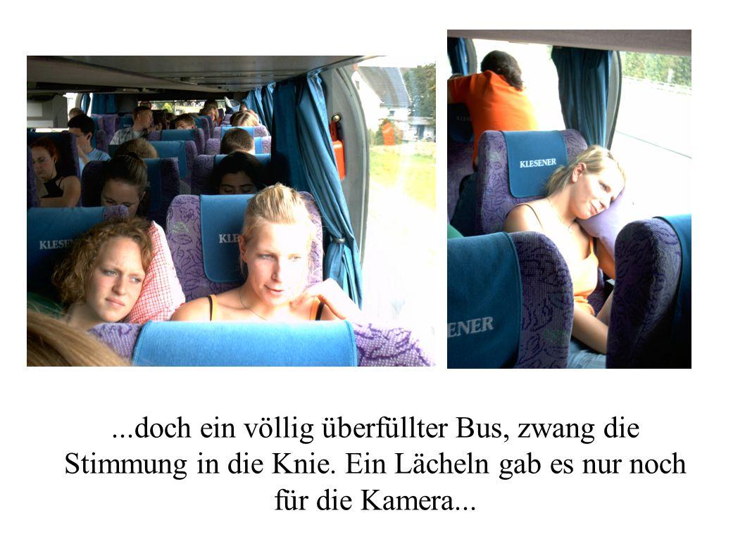 ...doch ein völlig überfüllter Bus, zwang die Stimmung in die Knie. Ein Lächeln gab es nur noch für die Kamera...