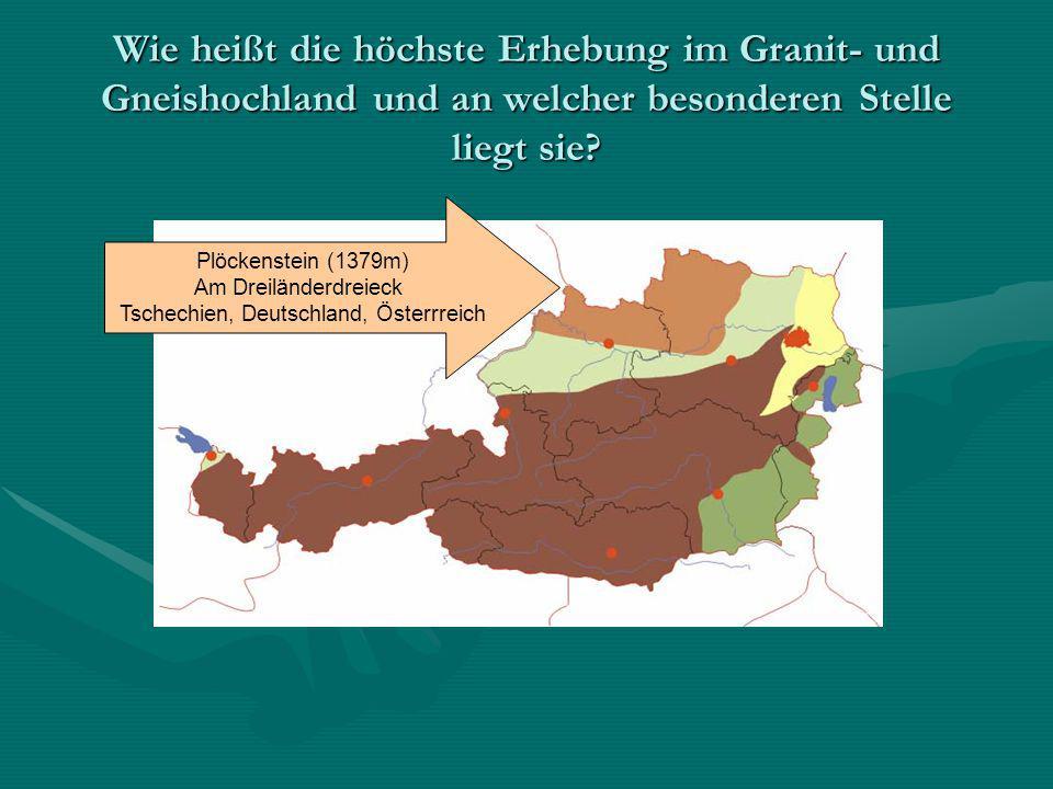 Wie heißt die höchste Erhebung im Granit- und Gneishochland und an welcher besonderen Stelle liegt sie? Plöckenstein (1379m) Am Dreiländerdreieck Tsch