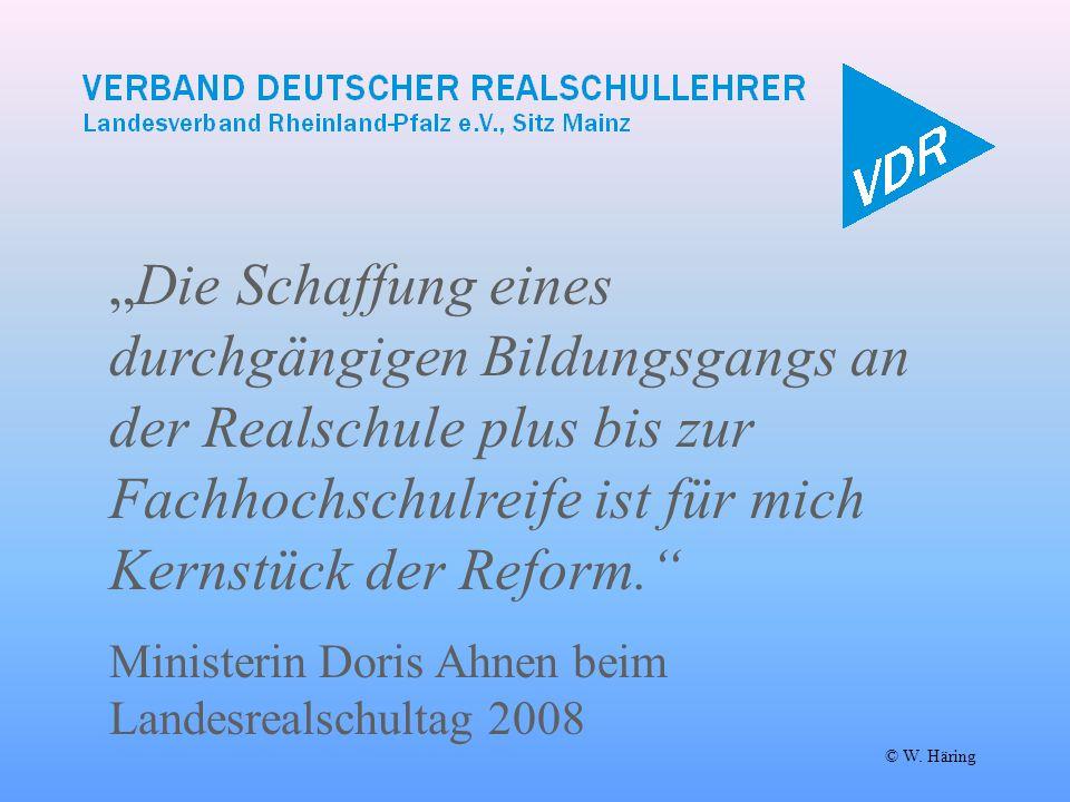 """© W. Häring """"Die Schaffung eines durchgängigen Bildungsgangs an der Realschule plus bis zur Fachhochschulreife ist für mich Kernstück der Reform."""" Min"""