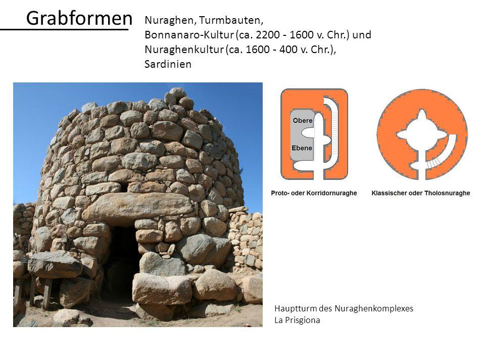Hauptturm des Nuraghenkomplexes La Prisgiona Grabformen Nuraghen, Turmbauten, Bonnanaro-Kultur (ca. 2200 - 1600 v. Chr.) und Nuraghenkultur (ca. 1600