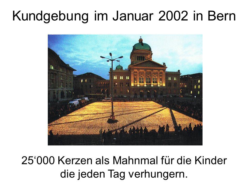 Kundgebung im Januar 2002 in Bern 25'000 Kerzen als Mahnmal für die Kinder die jeden Tag verhungern.