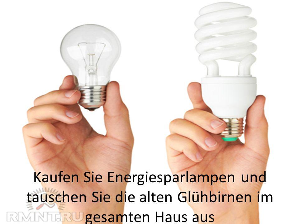 Kaufen Sie Energiesparlampen und tauschen Sie die alten Glühbirnen im gesamten Haus aus
