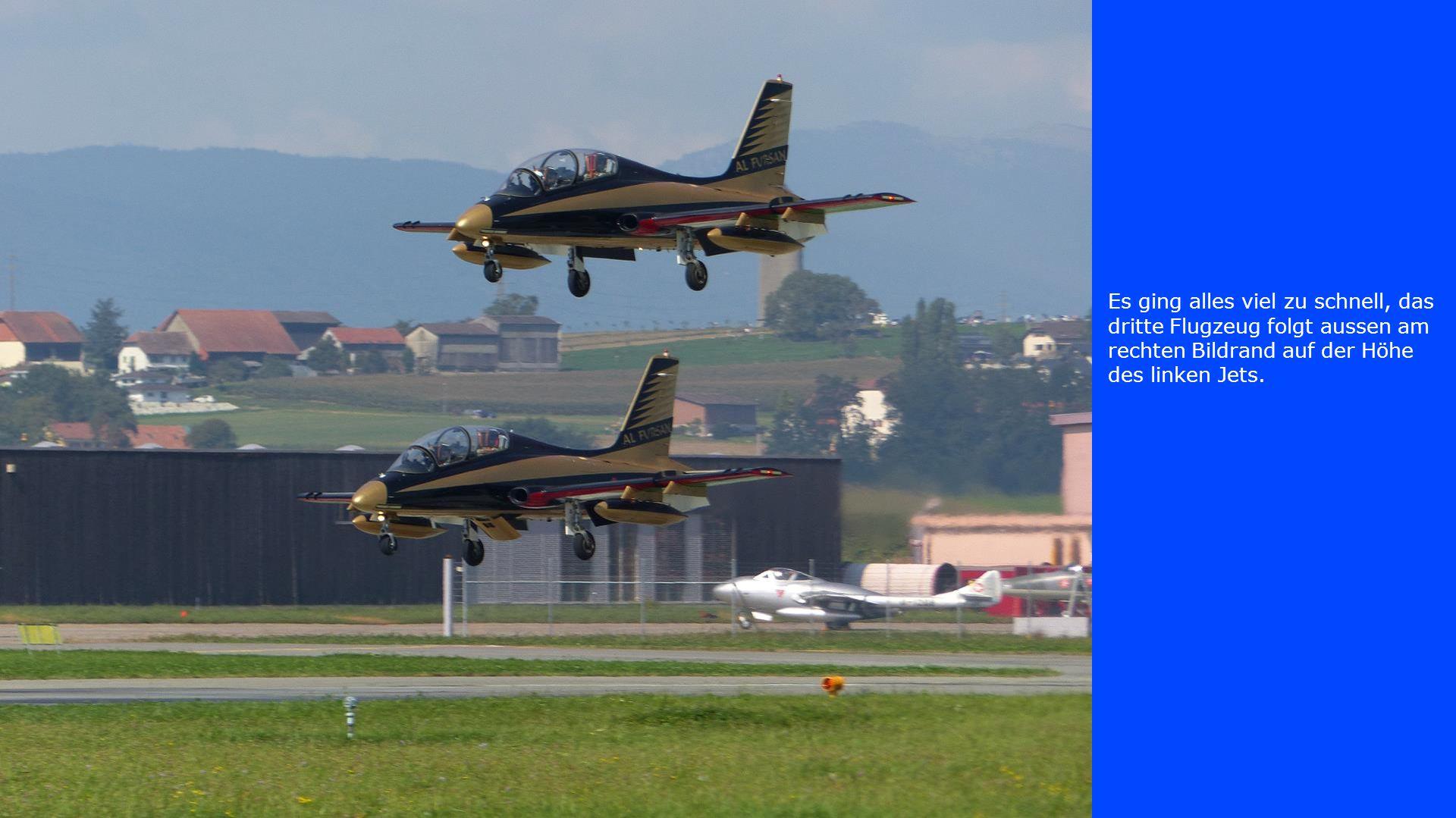 Es ging alles viel zu schnell, das dritte Flugzeug folgt aussen am rechten Bildrand auf der Höhe des linken Jets.
