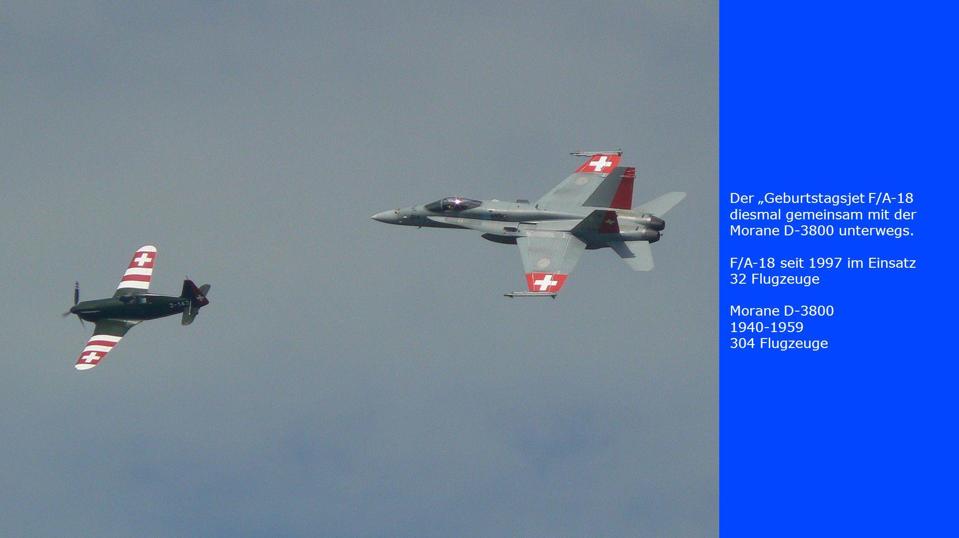 """Der """"Geburtstagsjet F/A-18 diesmal gemeinsam mit der Morane D-3800 unterwegs. F/A-18 seit 1997 im Einsatz 32 Flugzeuge Morane D-3800 1940-1959 304 Flu"""