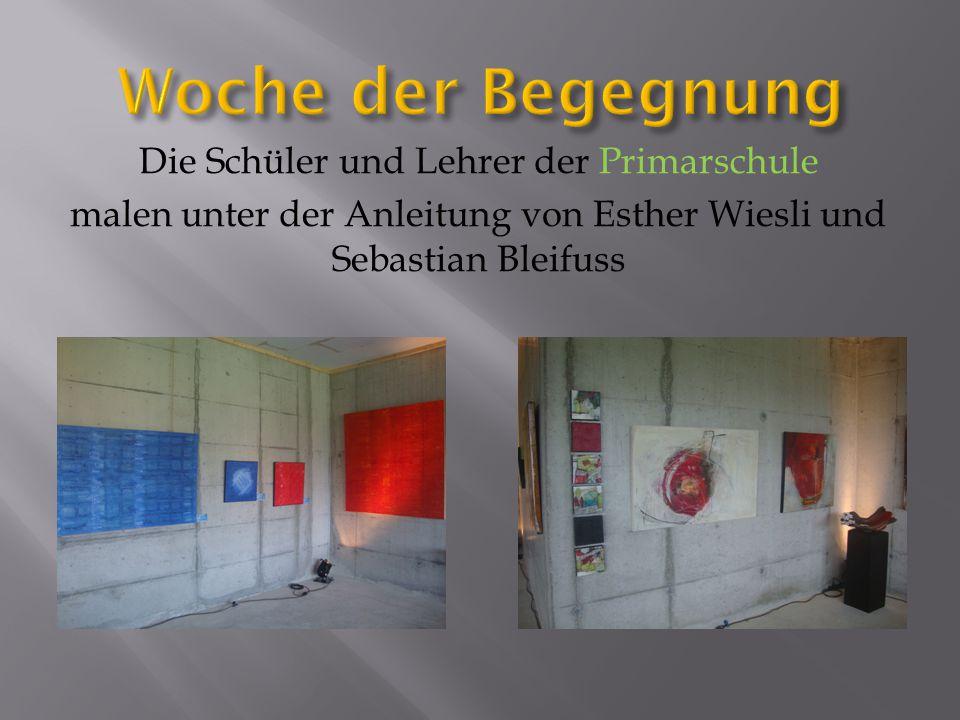 Die Schüler und Lehrer der Primarschule malen unter der Anleitung von Esther Wiesli und Sebastian Bleifuss