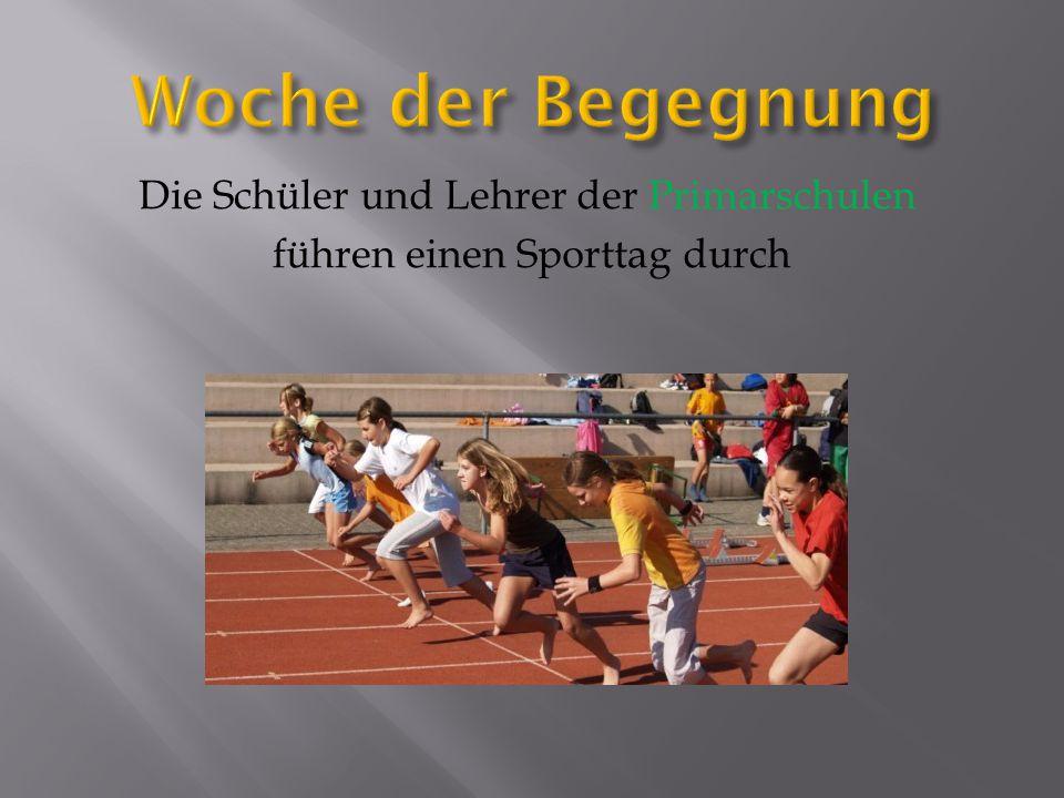 Die Schüler und Lehrer der Primarschulen führen einen Sporttag durch