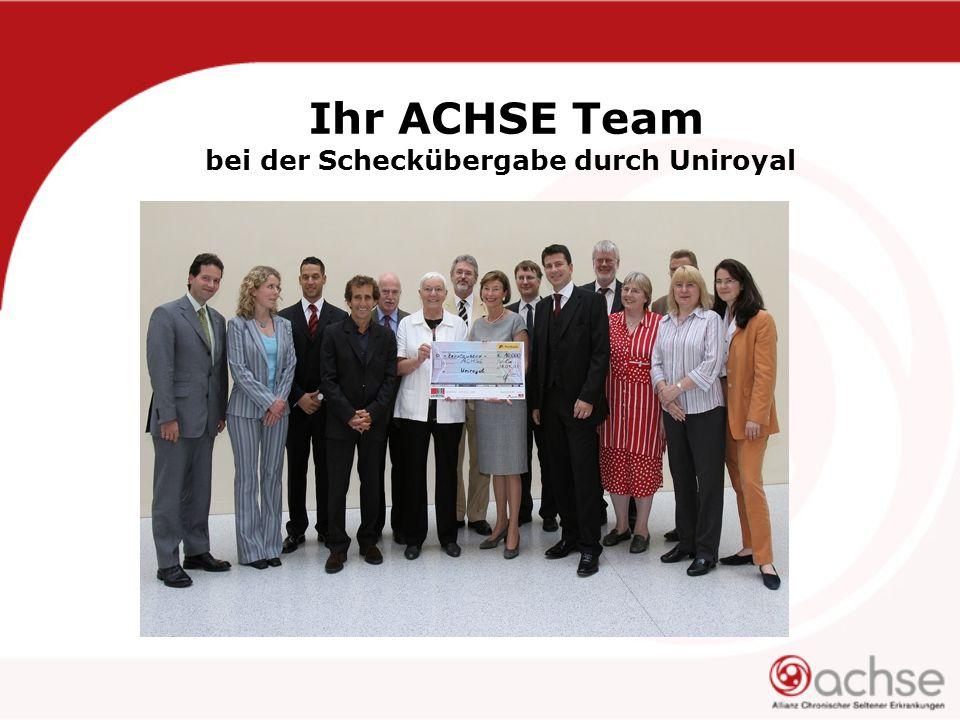 Ihr ACHSE Team bei der Scheckübergabe durch Uniroyal