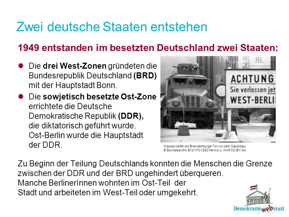 Zwei deutsche Staaten entstehen 1949 entstanden im besetzten Deutschland zwei Staaten: Die drei West-Zonen gründeten die Bundesrepublik Deutschland (B