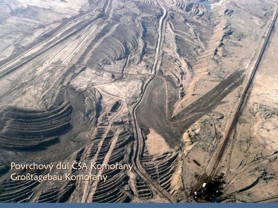 Zámek Jezeří stojí téměř na hraně uhelného velkodolu Kmořany Das Schloß Jezeří steht fast am Rande des Kohlengroßtagbaus Komořany