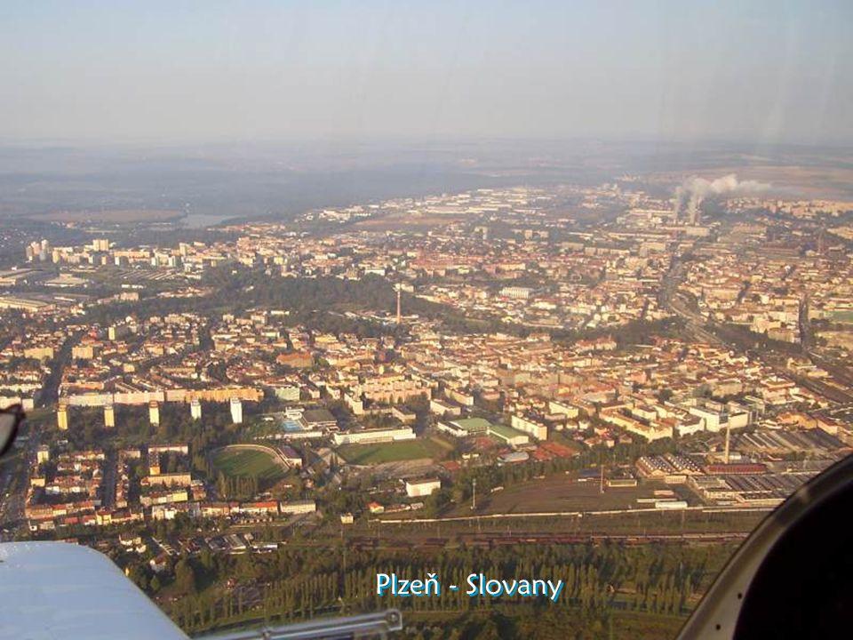Podél Berounky letíme k Plzni Entlang der Berounka fliegen wir in Richtung Pilzen